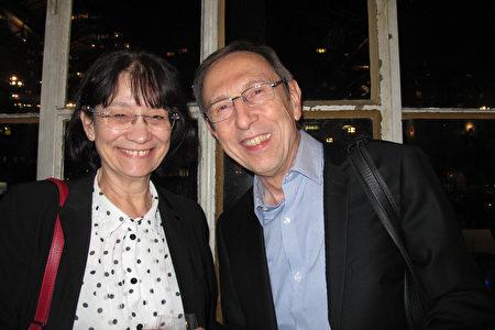 2月28日晚,法國安納西Semnoz電台台長Henri Van Der Veken先生和女友Edith一同觀賞美國神韻國際藝術團在瑞士日內瓦的首場演出。(麥蕾/大紀元)