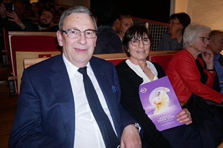 2月28日晚,BfB集團董事總經理Jean Paul Triboulet和太太在日內瓦的BFM劇院觀看神韻演出。(張妮/大紀元)