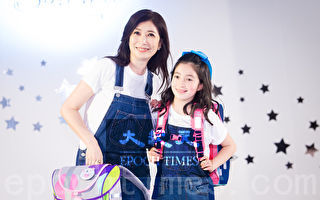 艺人黄嘉千(左)和女儿夏天