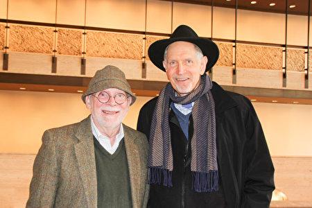 3月13日下午,建築設計師Steven Derochi與前監管律師Robert Eisenstadt觀看神韻紐約藝術團在林肯中心的第九場演出後,齊聲稱讚神韻舞蹈演員技藝精湛。(賈誼/大紀元)