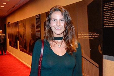 專業攝影師Francesca Dolnier看完神韻紐約藝術團在紐約林肯中心大衛寇克劇院的演出後,讚不絕口。(衛泳/大紀元)