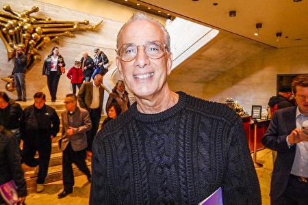 John Jay刑事司法學院教授Anthony Gentile觀看了神韻紐約藝術團本季在紐約林肯中心大衛寇克劇院第二輪第13場演出後,盛讚演出「精彩絕倫」,並感受到「巨大驚喜」。(衛泳/大紀元)