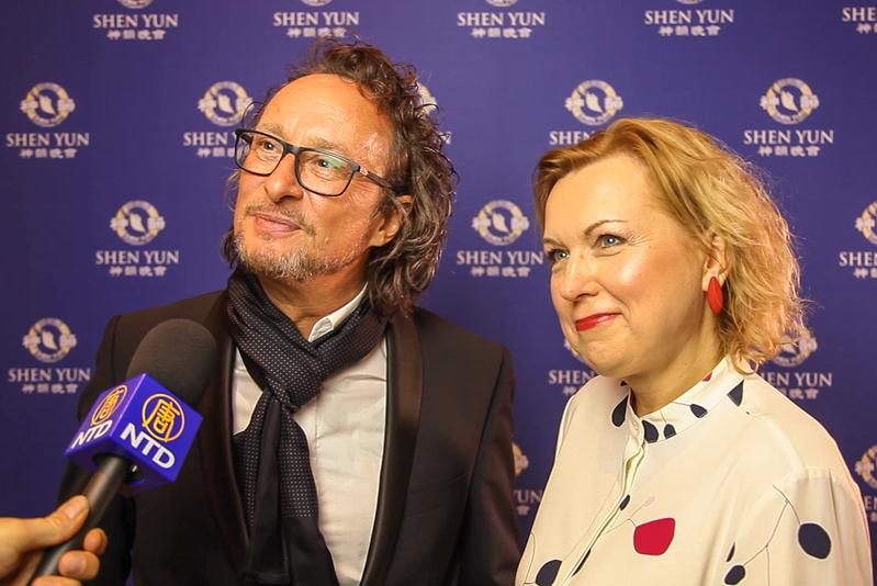 2019年3月23日晚,愛沙尼亞報紙主編Ingrid Weidenberg和德國攝影師Dirk Wlodarczak一起觀看了神韻紐約藝術團在柏林波茨坦廣場劇院的演出。(新唐人電視台)
