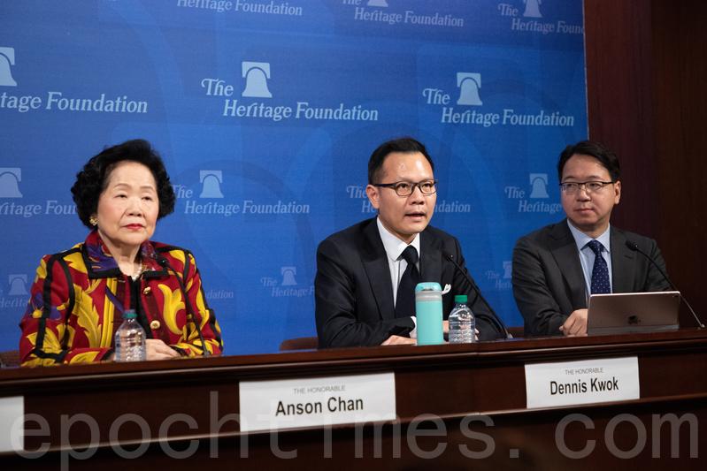 香港前政務司司長陳方安生(左)、公民黨立法會議員郭榮鏗(中)、資訊科技界議員莫乃光(右)在華府智囊「傳統基金會」(Heritage Foundation)發表演講。(林樂予/大紀元)