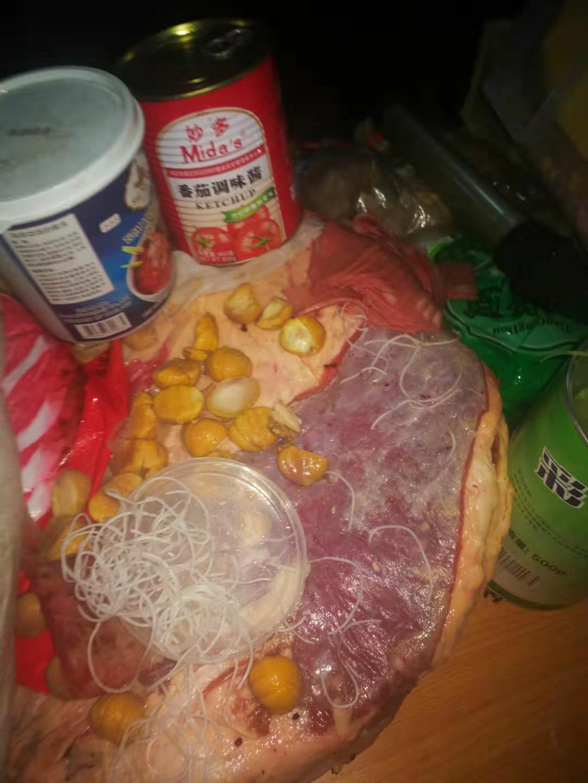 四川成都市溫江區七中實驗學校食堂有問題的食材。(受訪者提供)