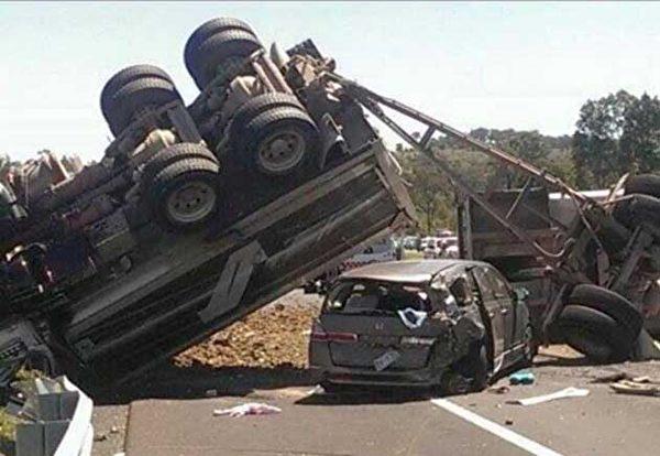 那場車禍的影片截圖。(明慧網)
