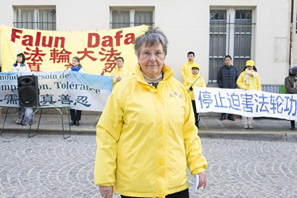 法國西人法輪功學員Anita Richard。(關宇寧/大紀元)