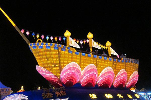 老外逛台灣燈會 讚「法船花燈真不簡單」