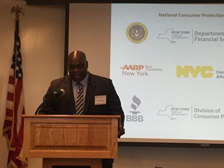 邮政总局纽约助理调查员Rodney M Hopkins提醒学生防止网络学生贷款诈骗。