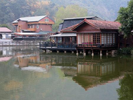 碧綠的貯木池,為車埕昔日繁華留下的見證。(鄧玫玲/大紀元)