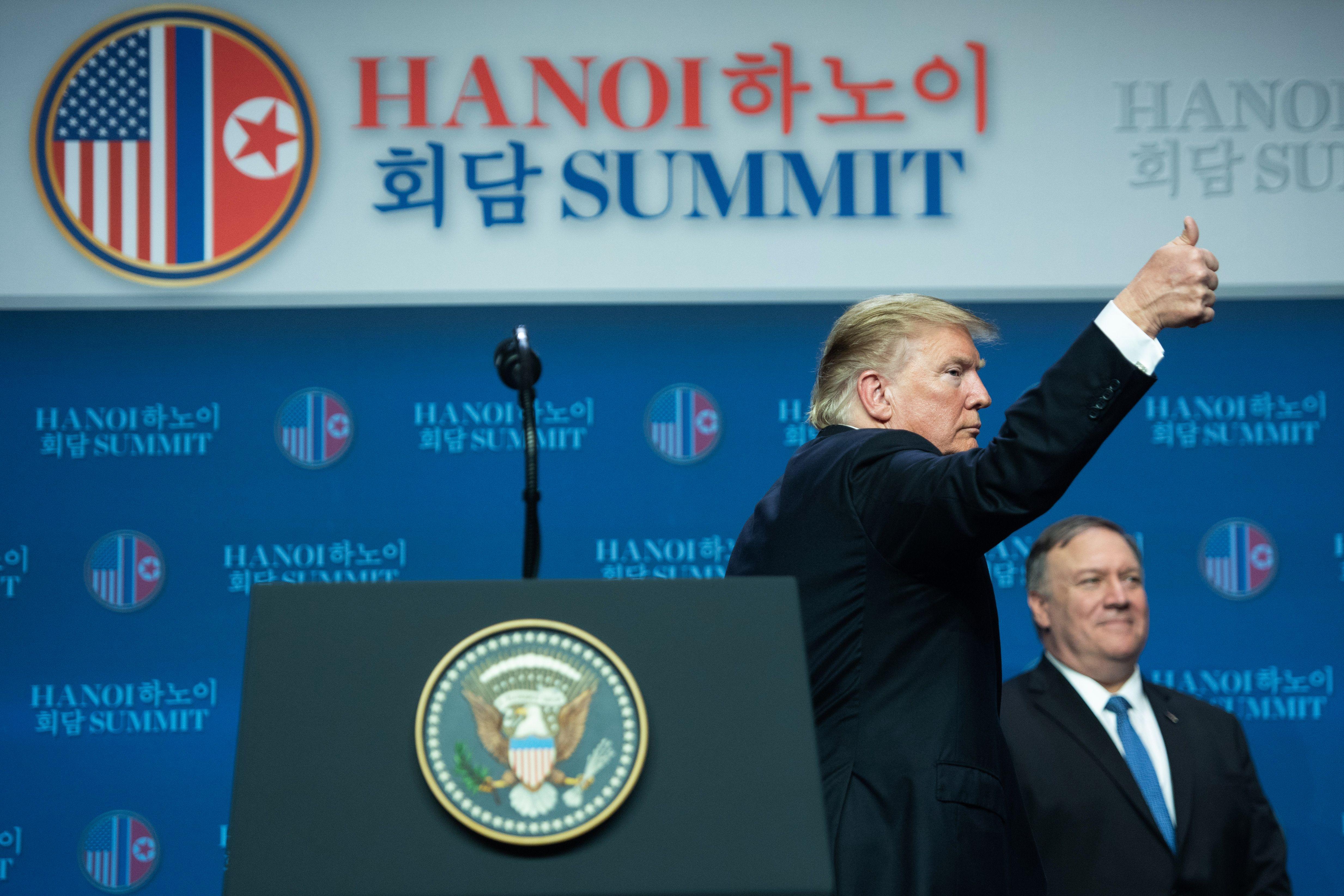 周四(2月28日),美國總統特朗普無法接受北韓完全取消制裁的要求,選擇「走開」,並稱對中國的談判亦是如此。專家認為,特朗普這項決定是一箭雙鵰之舉,中共對美談判「沒有勝算」。 (SAUL LOEB/AFP/Getty Images)