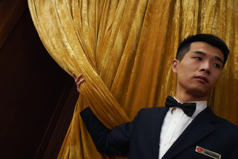 中共倉促出台《外商投資法》,廣被外界質疑。圖為3月5日中共人大會議現場。(Andrea Verdelli/Getty Images)