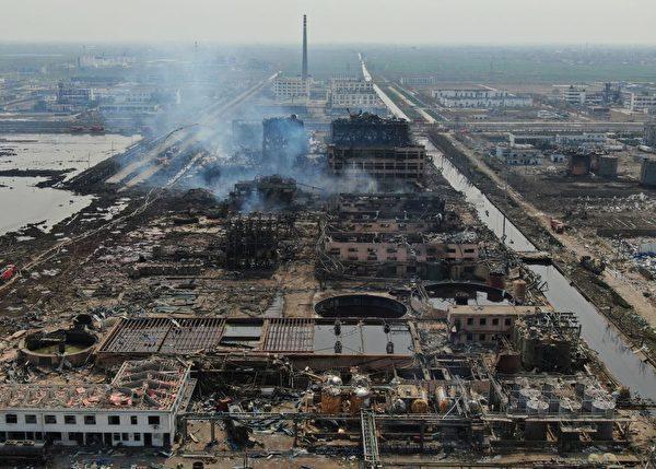 江蘇化工廠大爆炸現場慘烈圖片。 (STR/AFP/Getty Images)