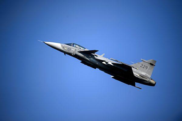 視頻:狹路也能起飛 獅鷲戰機「隨時備戰」