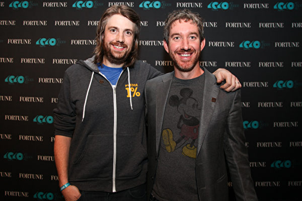 斯科特·法誇爾(Scott Farquhar)(右)和邁克·布魯克斯(Mike Cannon-Brookes)(左)不但是事業上的黃金搭檔,還是生活中的摯友和近鄰。(Kelly Sullivan/Getty Images for Fortune)
