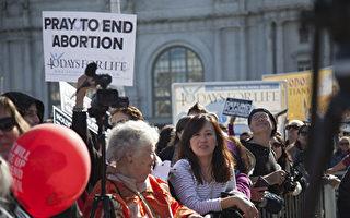 新民意調查發現,約有47%的美國受訪者反對墮胎。圖為2017年5萬人參與的舊金山反墮胎大遊行Walk For Life。(周鳳臨/大紀元)