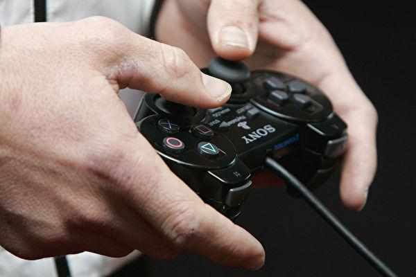 世界衛生組織(WTO)將「電玩失調症」(Gaming Disorder)添加到其疾病分類列表中,去年一項醫學研究首次確認,兒童接觸螢幕時間長短對健康發育確實存在長期影響。 (Kristian Dowling/Getty Images)