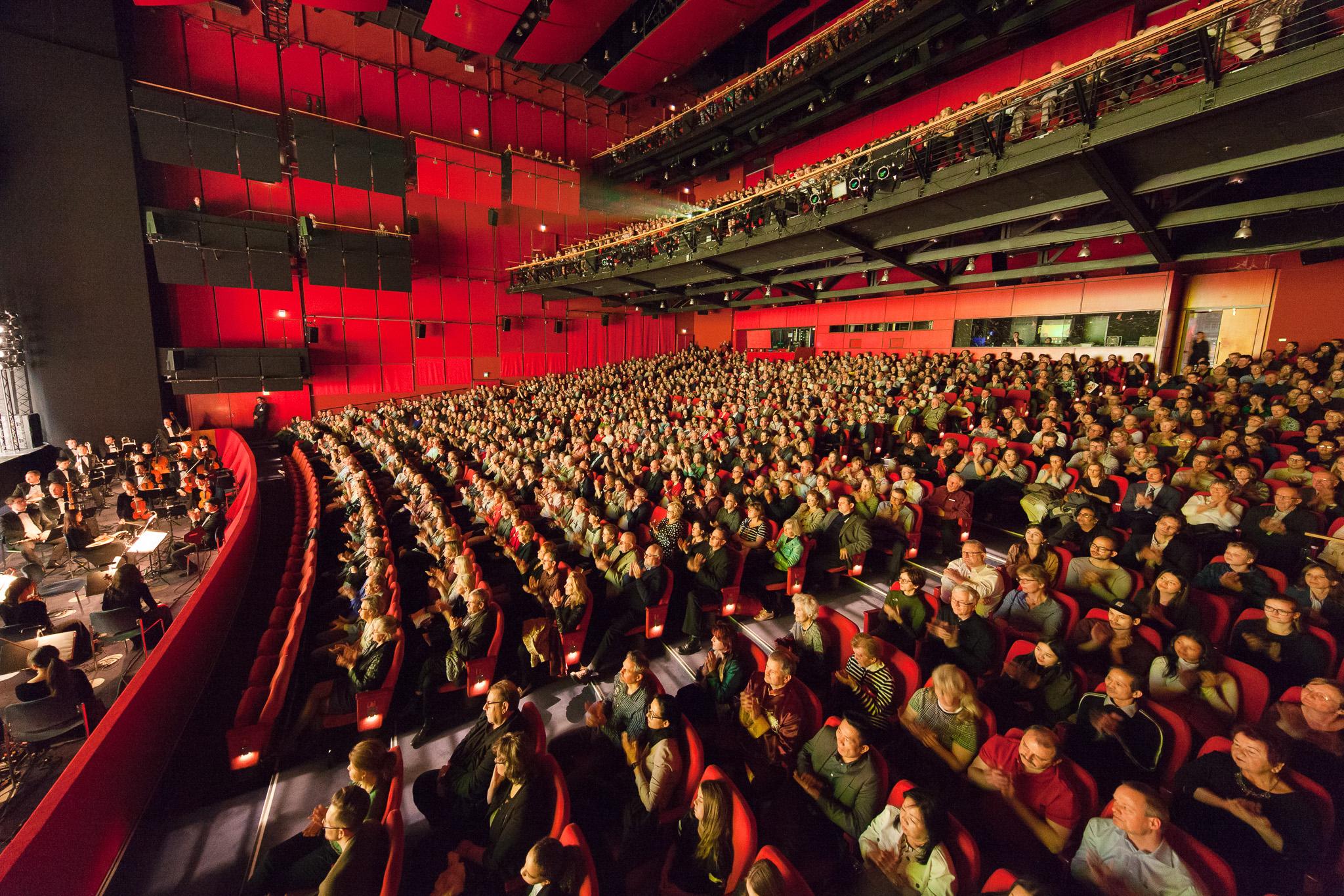 2019年3月23日晚在德國首都柏林波茨坦廣場劇院,美國神韻紐約藝術團上映了在柏林的最後一場演出,同時也是在今年德國的最後一場演出。(吉森/大紀元)