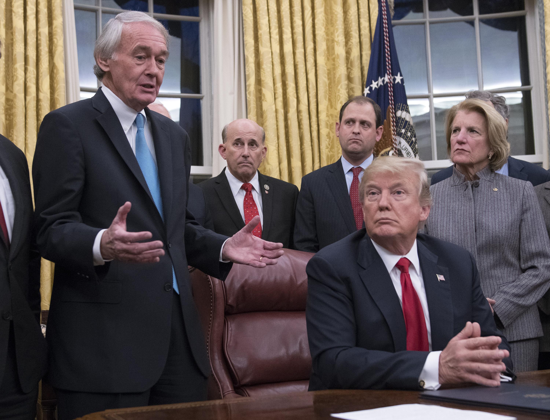 芬太尼在美國每年造成數萬人死亡,美國總統特朗普曾在內閣會議上提到將防堵其蔓延,將阻止來自中國、以芬太尼為主的類鴉片類毒品。(Ron Sachs-Pool/Getty Images)