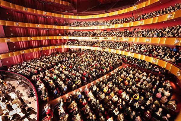 2019年1月12日,神韻紐約藝術團在紐約林肯中心大衛寇克劇院的演出,爆滿加座。 (大紀元資料圖片)