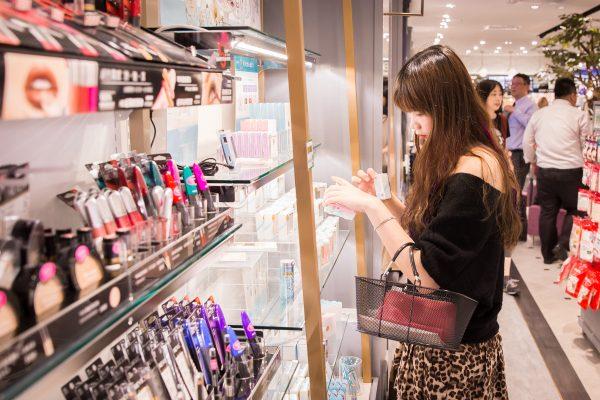 市售化妆品含致癌物 州议会提案严禁