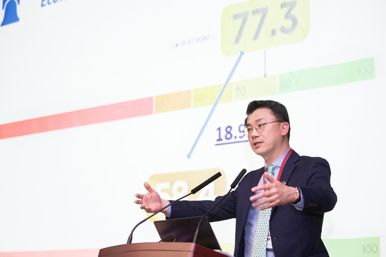 傳統基金會貿易暨經濟中心資深分析師金凡中(Anthony Kim)建議,未來台灣可以朝「經商自由」和「金融自由」努力。(陳柏州/大紀元)