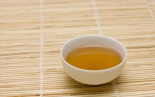 感冒咳嗽的時候,用正確的藥方調養才能快速痊癒。(Shutterstock)