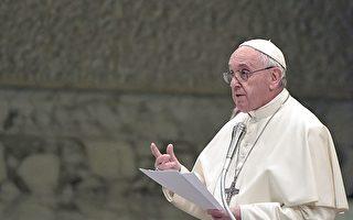 天主教宗方濟各(Pope Francis)3月4日宣布,將開放教宗庇護十二世的梵蒂岡秘密檔案。圖為方濟各3月2日於其它活動上發表講話。(Tiziana Fabi/AFP/Getty Images)