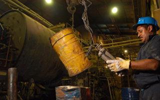 圖為委內瑞拉國營礦業公司Minerven工人精煉黃金。(Diego Giudice/Getty Images)