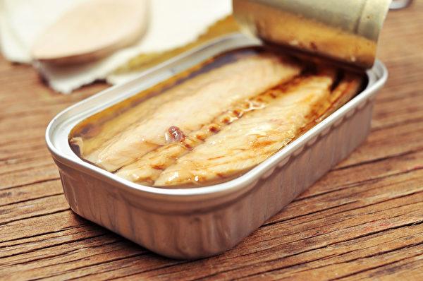 健康食物第二名是鲭鱼。鲭鱼罐头营养丰富,其 DHA的含量是生青鱼的两倍。(Shutterstock)