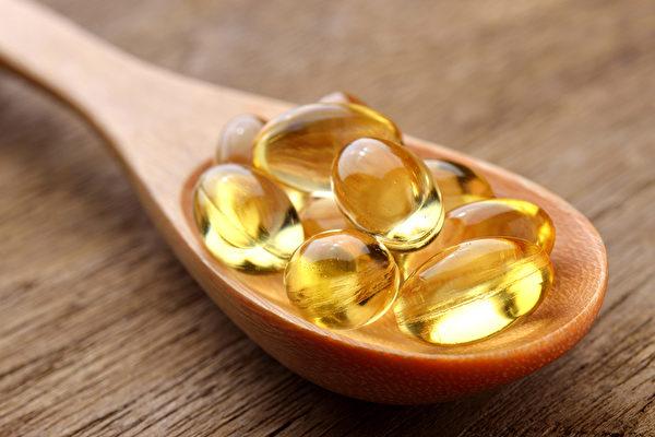 研究发现缺乏维生素D更容易使人变胖,如何补充维生素D最有效?(Shutterstock)