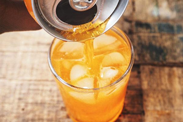 我们喝的果味饮料,是怎么制作出来的?