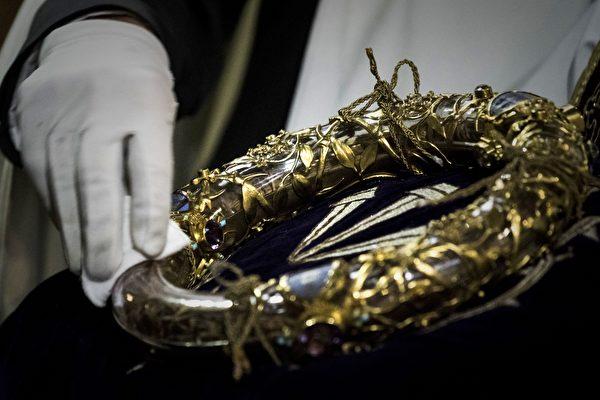 荊棘王冠。(Philippe Lopez/AFP)
