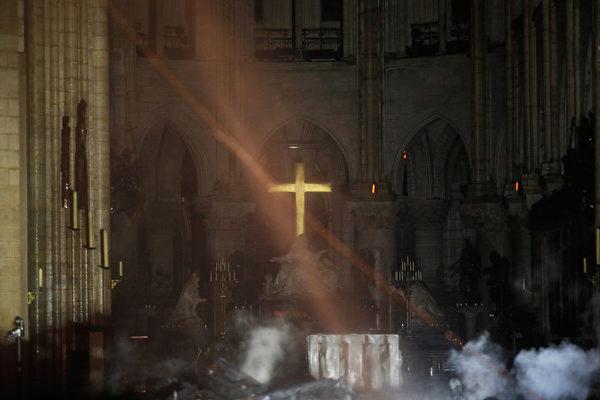 巴黎聖母院大教堂大火。(PHILIPPE WOJAZER/POOL/AFP)