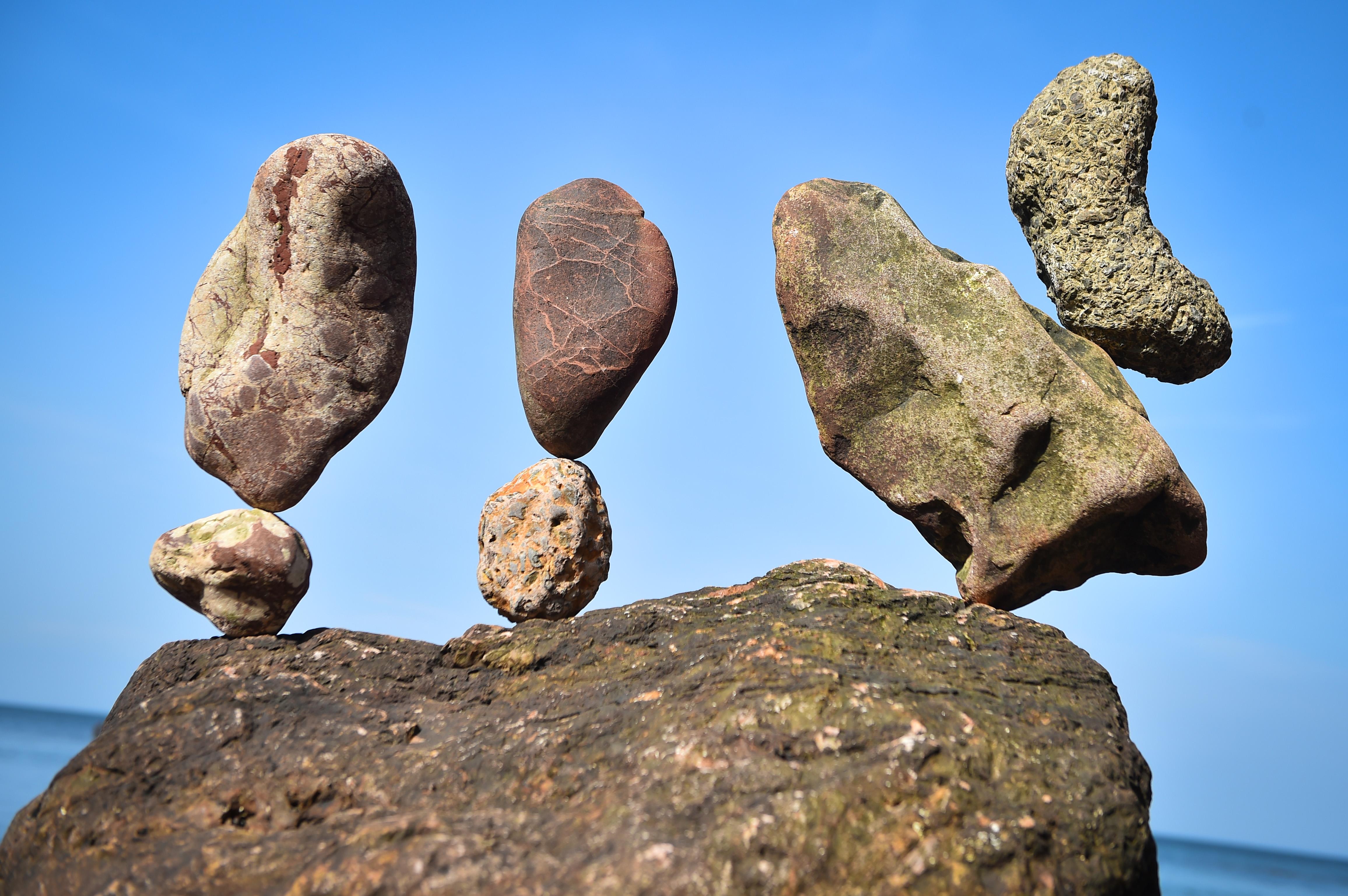 歐洲疊石頭大賽 奇形怪石平衡堆疊