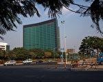 华为、阿里巴巴996工作制,并将其视为企业文化,引发热议。图为华为深圳总部。(Daniel Berehulak/Getty Images)