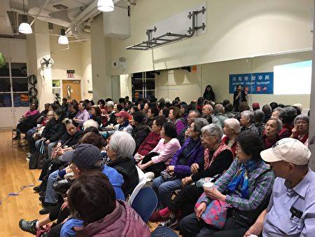 现场有七、八十位聆听者。