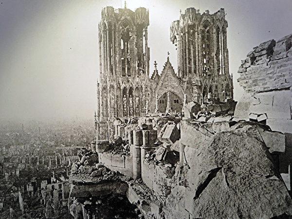 被炸毁的兰斯大教堂。(公有领域)