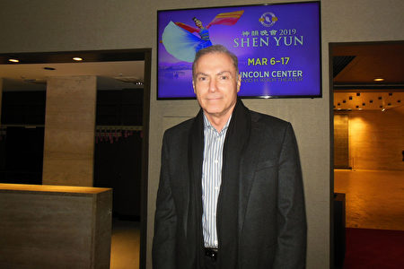 3月12日晚,美國知名影視演員Al Sapienza觀賞了神韻紐約藝術團在林肯中心大衛寇克劇院的演出。(李辰/大紀元)