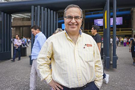 4月6日下午,銀行家Javier Capin Lopez先生在墨西哥城國家禮堂觀賞了神韻巡迴藝術團2019年度的第三場演出。(林南宇/大紀元)