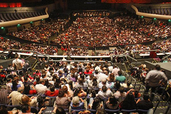 2019年4月6日下午,美國神韻巡迴藝術團在墨西哥城國家禮堂(Auditorio Nacional)進行了今年在當地的第三場演出,全場爆滿。(Ramon Reyna Herrmann/大紀元)