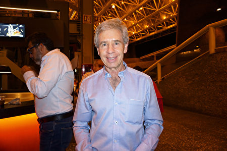 4月6日晚,美國二十世紀福斯電影公司拉美區副總裁Vicente Garcia Cors先生在墨西哥城國家禮堂觀賞了神韻巡迴藝術團2019年度的第四場演出。(林南宇/大紀元)