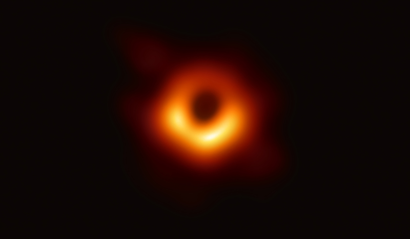 美東時間4月10日上午9點,全球六地聯合召開新聞發佈會,公佈一項重大科學成果,發佈人類有史以來第一張黑洞照片。(中研院提供)