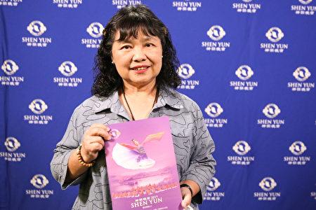 2019年4月12日晚上,民進黨立委陳曼麗觀賞神韻世界藝術團在台北國父紀念館的演出。(白川/大紀元)
