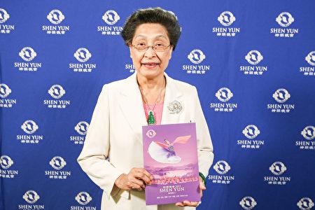 2019年4月12日晚上,投資銀行家協進會行政總裁張文禎觀賞神韻世界藝術團在台北國父紀念館的演出。(白川/大紀元)