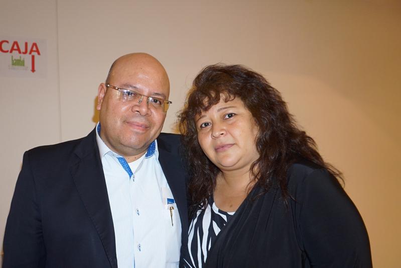 墨西哥克雷塔羅州水務局評估與控制司司長Jose Luis de la Vega Villegas(左)在觀賞了4月13日晚神韻巡迴藝術團的演出後,盛讚神韻演員是神的使者,演出將他與偉大的神相聯。(林南宇/大紀元)