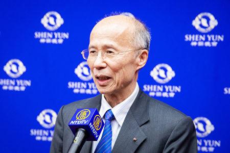 2019年4月15日晚上,中法比瑞文化經濟協會理事長、前駐法大使呂慶龍觀賞神韻世界藝術團在台北國父紀念館的演出。(陳柏州/大紀元)
