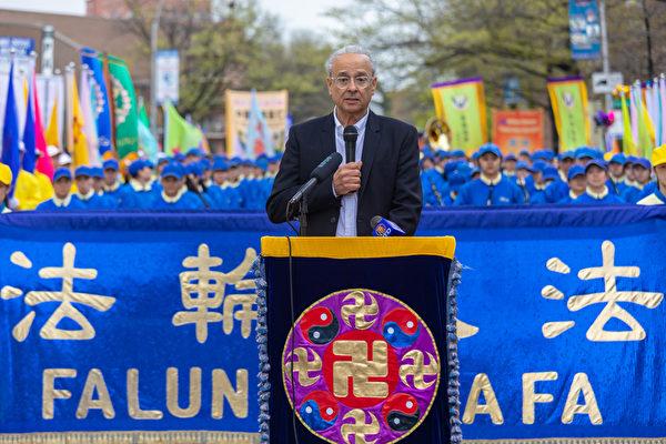 「法輪功之友」執行主席Alan Adler表示,國際上正義人士的支持,將推動中共暴政的終結。 (Mark Zou/大紀元)