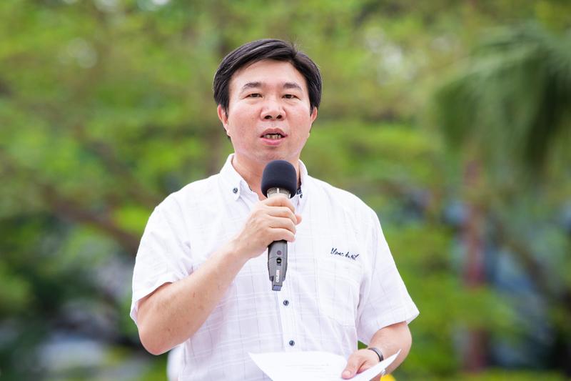 台灣部份法輪功學員4月21日在台北市民廣場舉辦「紀念中國大陸法輪功學員425和平上訪20周年」活動,台北市議員張茂楠到場聲援,要求中共停止迫害法輪功。(陳柏州/大紀元)