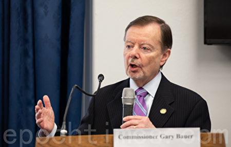 美國國際宗教自由委員會委員加里·鮑爾(Gary Bauer)在現場發言。(林樂予/大紀元)